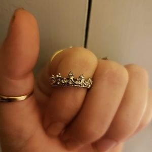 Beautiful silver princess crown ring w cz
